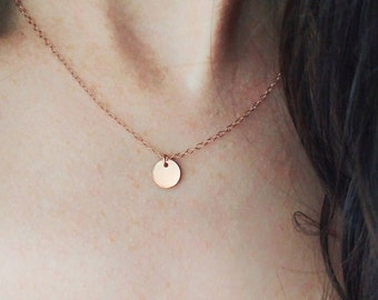Rose Gold disc necklace. Rose gold necklace. Rose gold coin necklace. Rose gold cercle necklace. Minimalist rose gold necklace. Pease