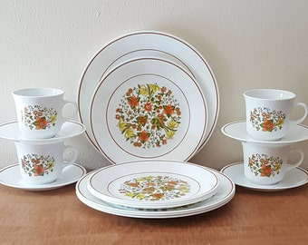 """Vintage Corelle Indian Summer~16 Piece Set of (4) 10 1/4""""plates+8 1/2""""plates+Cups & Saucers~Corning Ware white with green and orange flowers"""