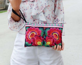 Hilltribe Pattern Clutch With Embroidered Fabric