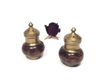 Brass salt and pepper shakers, Brass and wood salt and pepper shakers, Vintage shakers, Brass shakers, Wooden shakers Mid century modern 60s