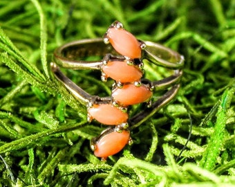 Marquise Coral Spray Ring in Yellow Gold (H.G.E)