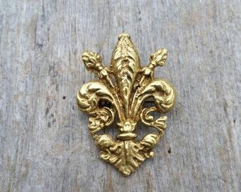Small Gold Tone Fleur de Lis Brooch