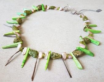 Peridot Necklace - Green Peridot Necklace - Unique Necklace - Green Necklace - Peridot and Pearls Necklace - Raw Peridot - Peridot Jewelry