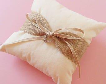 Hessian ring pillow / wedding ring pillow / ring bearer pillow / burlap ring pillow / wedding ring cushion / natural rustic ring pillow