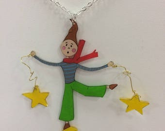 An Elf playing with stars necklace