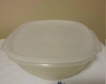 1990's Vintage Sheer 12 cup Tupperware Servalier Bowl with Lid #858