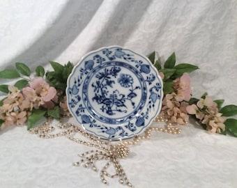 """Rare, Vintage, Meissen """"Blue Onion"""" Fine Porcelain Shallow Soup Bowl"""