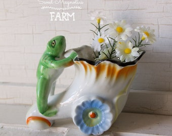Vintage Frog Planter ~ Shabby Cottage Chic ~ succulents planter ~ Posie Holder