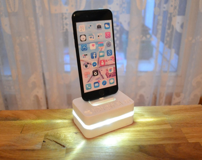 iphone charging station, night light station, wooden station, iphone 5, 6, 7, with name engraving