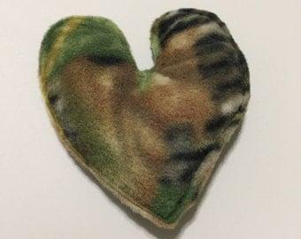 Organic Catnip Fleece Heart Cat Toy - Camo