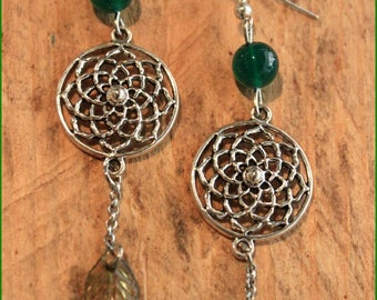 """""""SPIRAL"""" earrings and a green agate"""