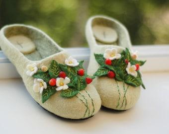 """Валяные тапки"""" Земляника"""" felted slippers"""