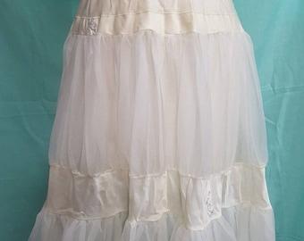 Vintage BEAU MONDE Petticoat Size Small Dupont Nylon White