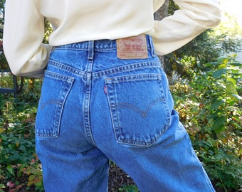 Vintage 1990s Levi 550 Jeans Waist 29 Size 12 Long Mom jeans High waisted High rise Medium wash Tapered leg Relaxed fit Classic denim