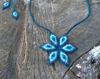 Macramé flower necklace