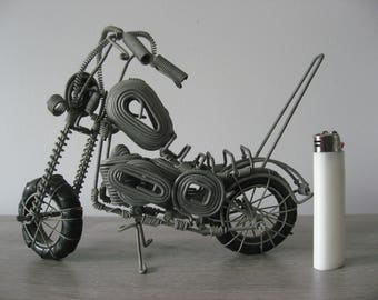Wire Motors 3 x-braided wire in the form of an engine.