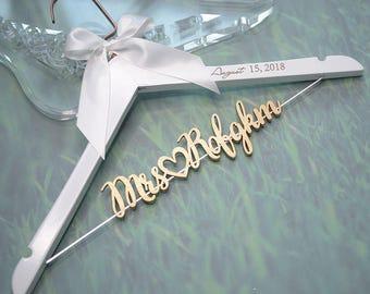 Bridal Hanger with Wood Name, Personalized Wedding Hanger with Engraved Date, Bridal Shower Gift, Custom Bride Hanger Gift for Bride Groom
