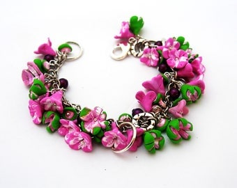 Bracelet pink and green flowers.