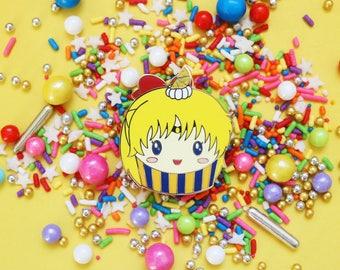 Sailor Moon Enamel Pin - Sailor Venus Cupcake