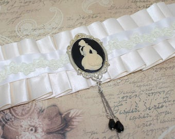 Choker Victorian, Gothic necklace, cameo, Edwardian, crew neck lace Choker Choker wedding cameo, white satin
