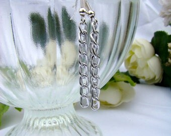 Modern and chic earring silver metal chain