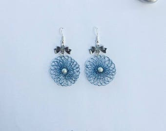 Earrings LeaCrea30 crocheted with light blue colored copper wire, bow, minimalist style.
