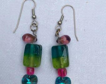 Boucles d'oreilles multicolores pour oreilles percées