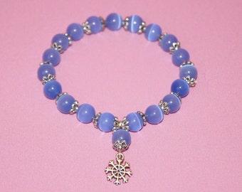 Handmade bracelet cat's eye quartz  - blue snowflake pendant bracelet - icy blue cat's eye bracelet - light blue gemstone bracelet stretchy