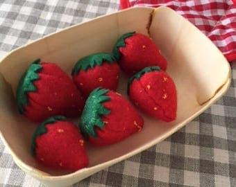 Felt - set of 6 strawberries collectible
