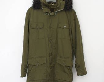 Alaska Parka - green lined parka winter coat - Winter jacket with furry lining - vintage military green coat for men - 90s Indie - Size M