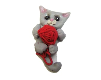 Kitten with yarn Magnet - Polymer Clay Cat Magnet - Refrigerator Kitty Cat Magnet - REd Yarn Gray Kitten