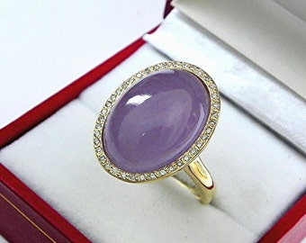 AAAA Jade Lavender 18 x 13mm  14.09 Carats   14K Yellow gold Diamond halo cabochon ring. 1505