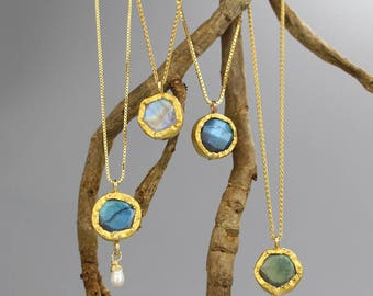 Faceted Labradorite Necklace, 24K Gold Necklace, Anniversary Gifts, Labradorite Jewelry, Gold Round Pendant Necklace, Unique Gift for Her