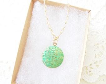 Vintage Floral Patina Locket - Green Patina Locket - Round Vintage Locket - Round Photo Locket - Hand Patina Locket - Vintage Photo Locket