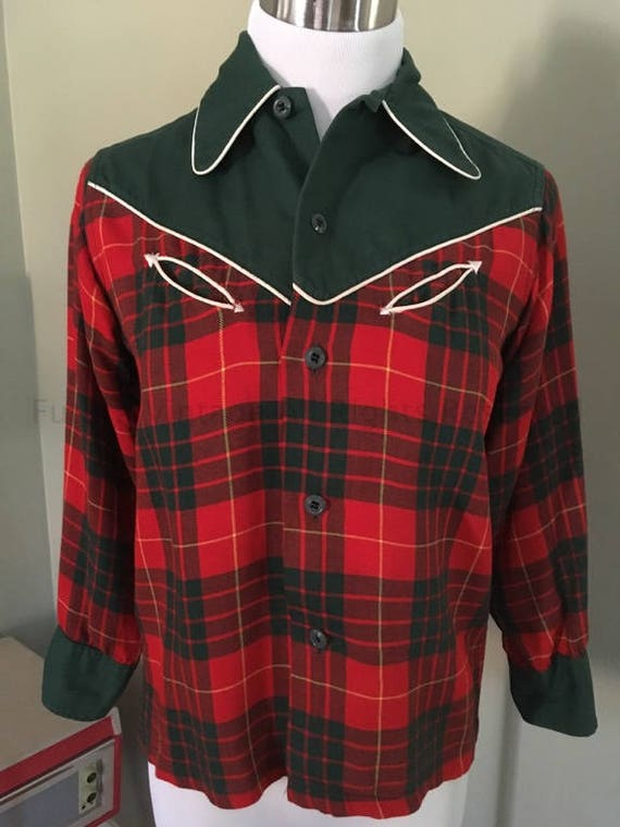 Late 1940's Fantastic Double R Ranch Tailored By Rob Roy Western Juniors Red and Green Plaid Sanforized Button Down Shirt with Arrow Pockets
