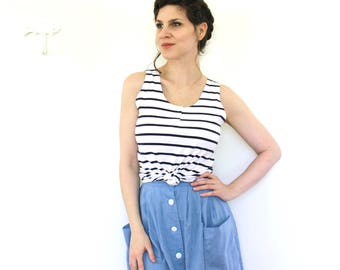 Nautical Blouse / 80s Blouse / 1980s 90s Blue and White Striped Tank Top