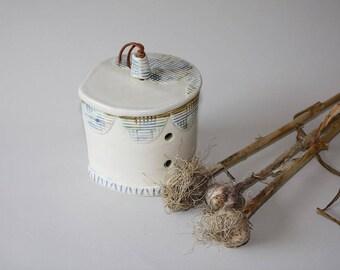 Ceramic Garlic Jar, Garlic Keeper, Garlic Jar, Ceramic Garlic Keeper, Covered Jar, Pottery Gift, Garlic Lovers, Housewarming Gift, Chef Gift