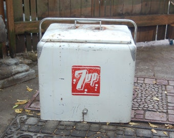 Vintage 7UP Soda Pop White, w/ Red 2 sided 7UP logo, Galvanized Steel Advertising Chest Cooler Progress Refrigerator Co Louisville Kentucky