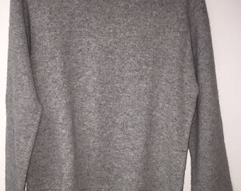 Vintage Women's Cable Knit Sweater Size S/M Gray Warm