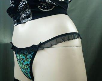 Green string panties with rufled elastic in floral print