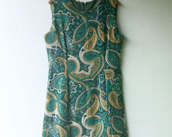 Vintage 1960s Green & Gold Paisley SHIFT Dress // Size Med - Lg