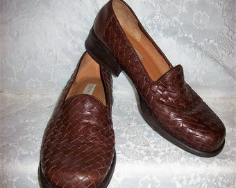 Vintage Ladies Brown Woven Leather Loafers Slip Ons by Relativity Size 9 1/2 Only 8 USD
