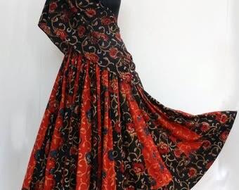 Jupe mi-longue en coton imprimé  block print rouge et noir motifs fleurs , 45 pans avec écharpe assortie