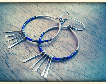 Boucles d'oreilles bleues en argent 925 et perles de verre.