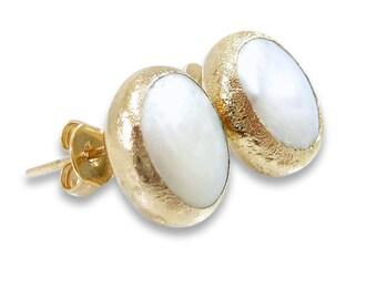 Gold Pearl Stud Earrings, Pearl Earrings, June Birthstone, Pearl Studs, Gold Earrings, Pearl, Gold Studs, Gemstone Earrings, Gift for Mom.