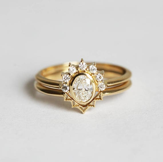 Oval Diamond Crown Ring with Lace Wedding Band V shaped