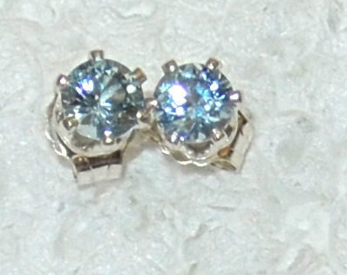 Aquamarine Studs, 4mm Round, Natural, Set in Sterling Silver E1069