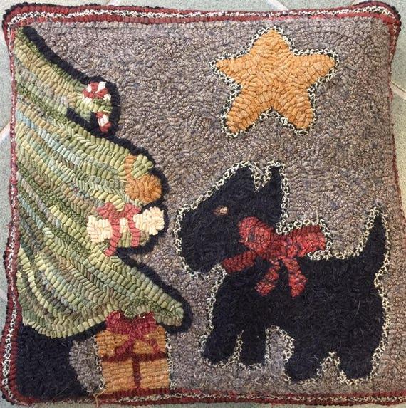 "Primtive Rug Hooking Kit , Christmas Scottie, 16"" x16"", K 139"