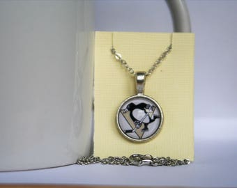 16mm Glass Cabochon Pittsburgh Penguins Necklace