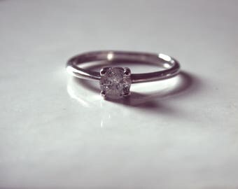 Vintage 9ct White Gold 0.25 Solitaire Diamond Ring with Free Postage